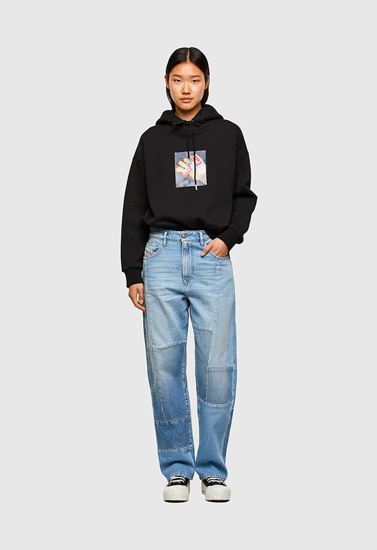 https://lv.diesel.com/dw/image/v2/BBLG_PRD/on/demandware.static/-/Library-Sites-DieselMFSharedLibrary/default/dwee5df74f/CATEGORYOV/2X2_D-REGGY_DENIM-SPRING-LAUNCH_A01652_009ND_01_C.jpg?sw=1272&sh=1854