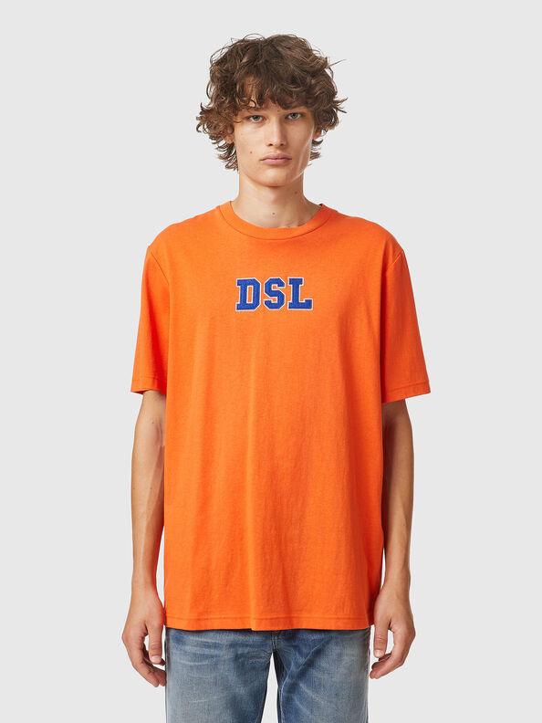 https://lv.diesel.com/dw/image/v2/BBLG_PRD/on/demandware.static/-/Sites-diesel-master-catalog/default/dw0bbf32c3/images/large/A03507_0QCAH_34H_O.jpg?sw=594&sh=792