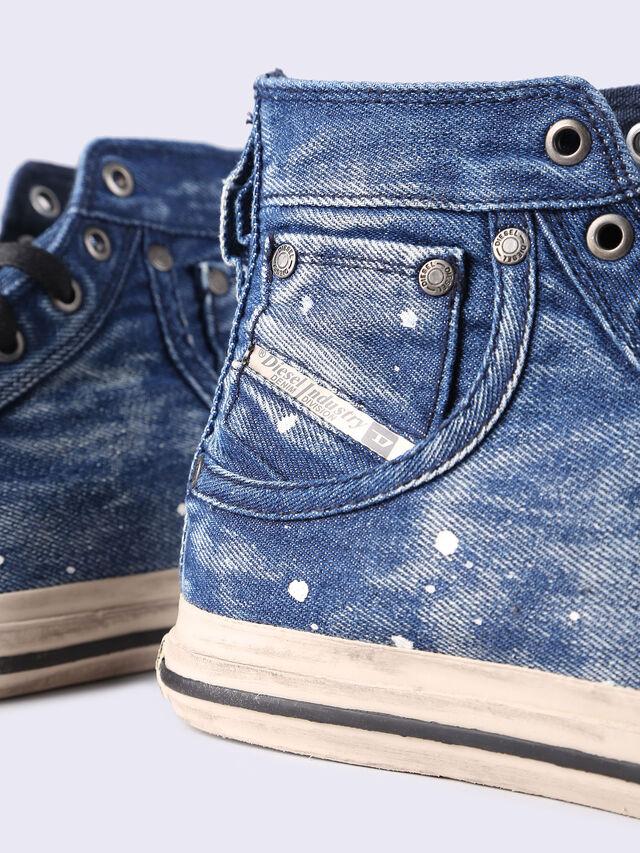 EXPOSURE I, Blue jeans