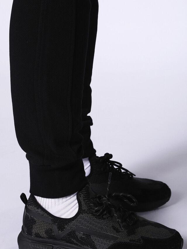 P-MOONS, Black