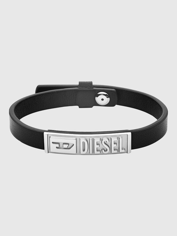 https://lv.diesel.com/dw/image/v2/BBLG_PRD/on/demandware.static/-/Sites-diesel-master-catalog/default/dw895c5118/images/large/DX1226_00DJW_01_O.jpg?sw=594&sh=792
