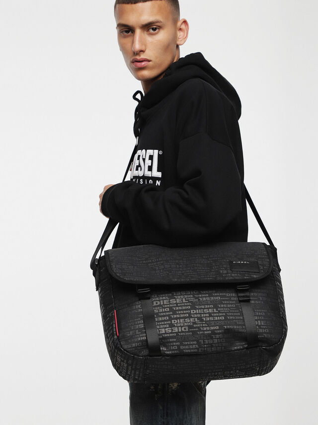 Diesel F-DISCOVER MESSENGER, Black/Red - Crossbody Bags - Image 4